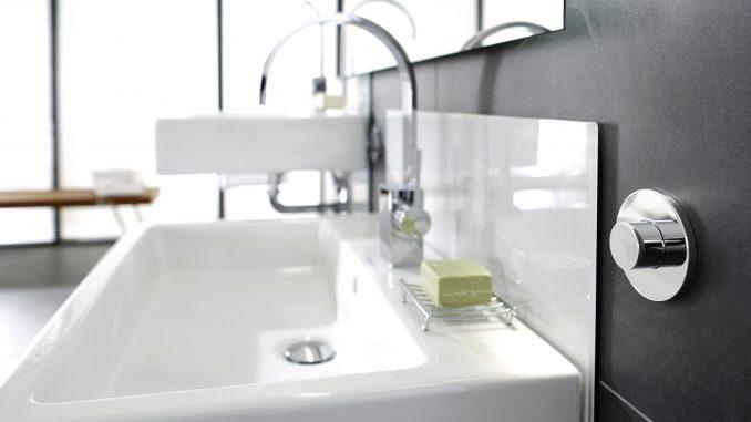 Verstelbare wastafel en wc installatie360